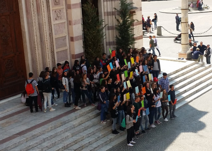 Il flash mob in piazza Duomo a Grosseto